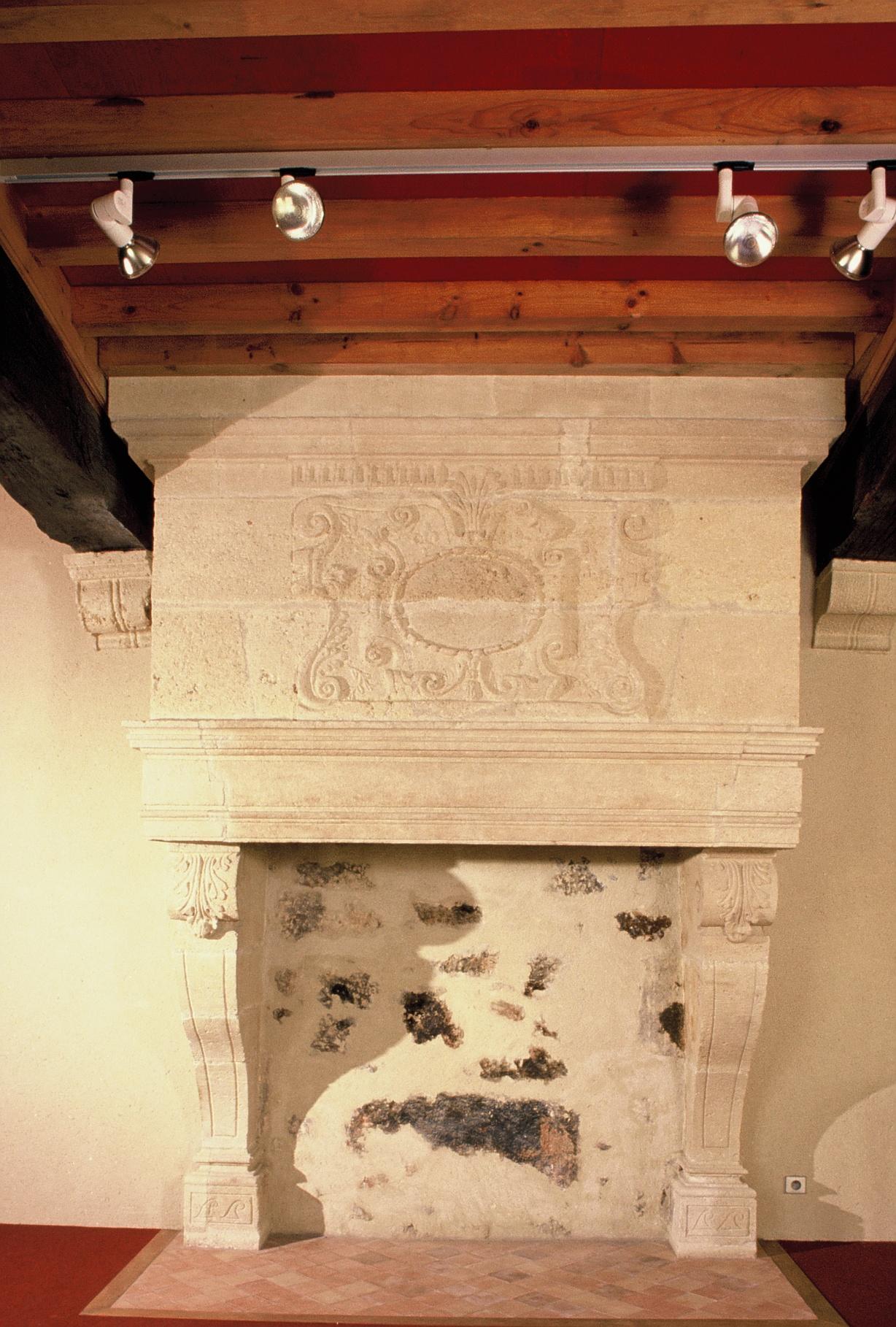 cheminee ancienne de recuperation saint emilion mat riaux. Black Bedroom Furniture Sets. Home Design Ideas
