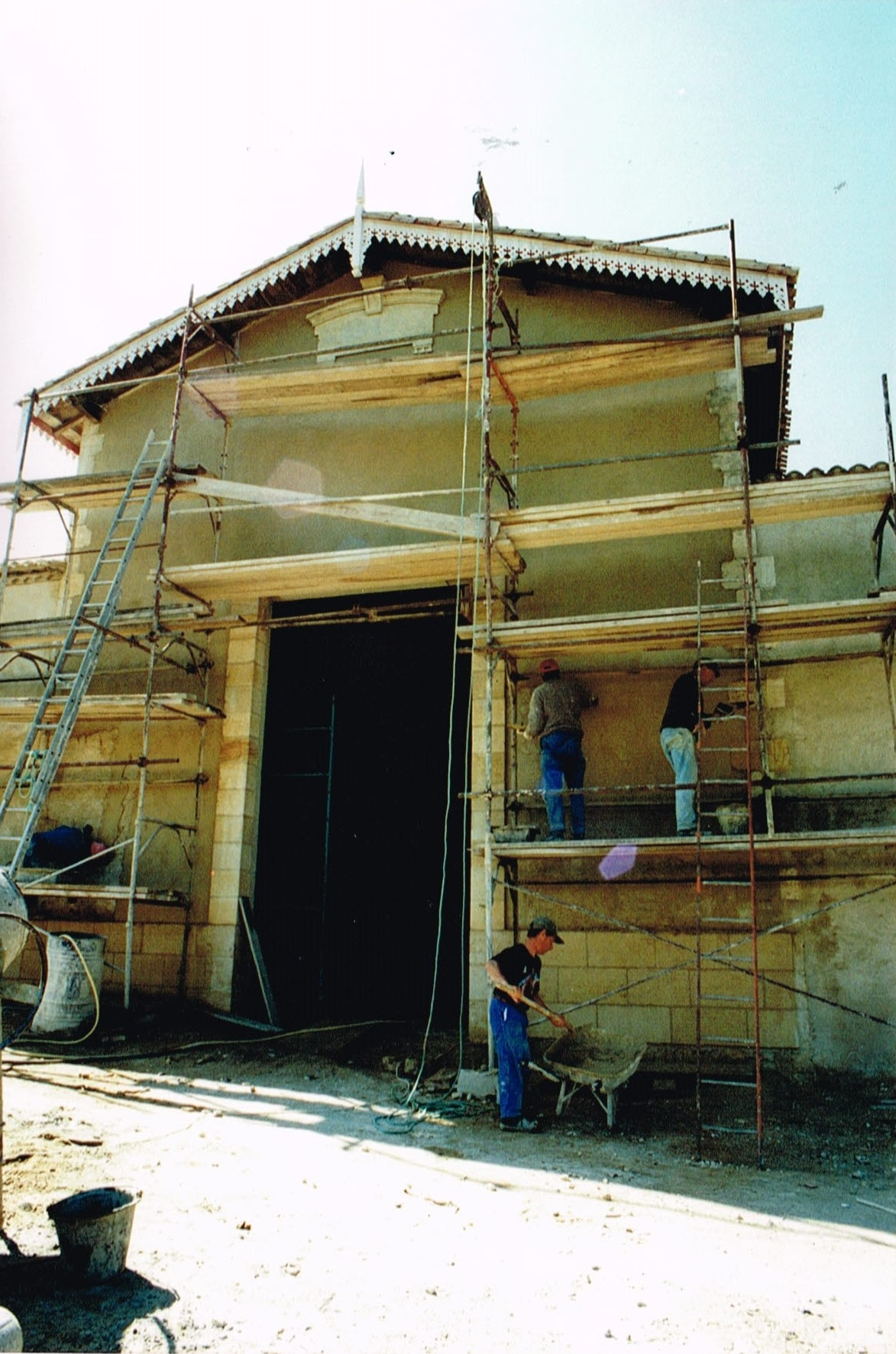 chantier en cours renovation avec materiaux anciens pierre. Black Bedroom Furniture Sets. Home Design Ideas